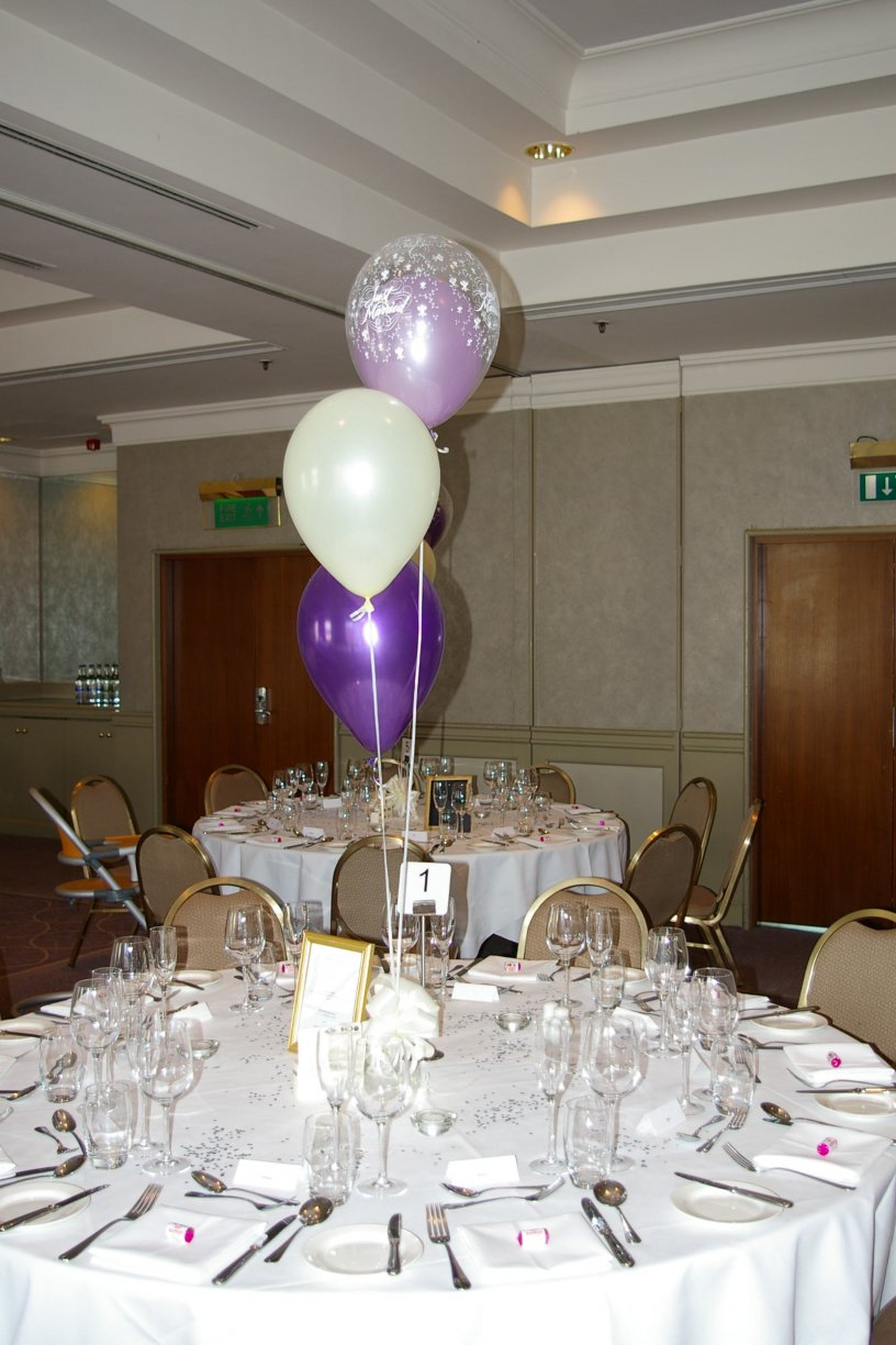 Combination of your chosen colour latex balloon inside a Just Married printed latex balloon.