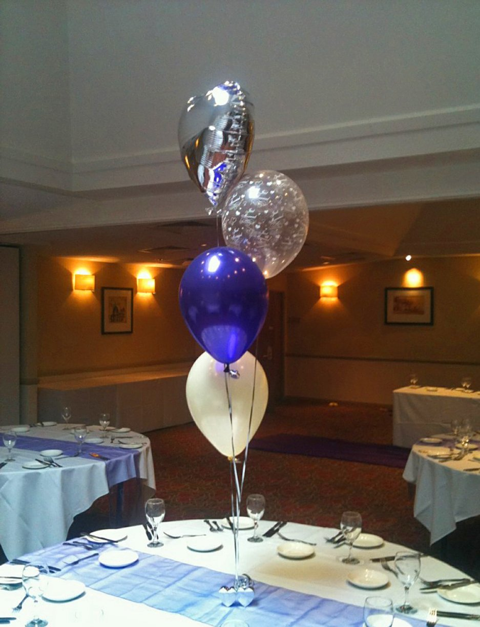 10 x Foil 4&#039;s<br />2 x Foil Top 7&#039;s<br />1 x Balloon Arch<br />1 x Cake table Foil 4<br />1 x Exploding Balloon<br />1 x Champagne Bottle