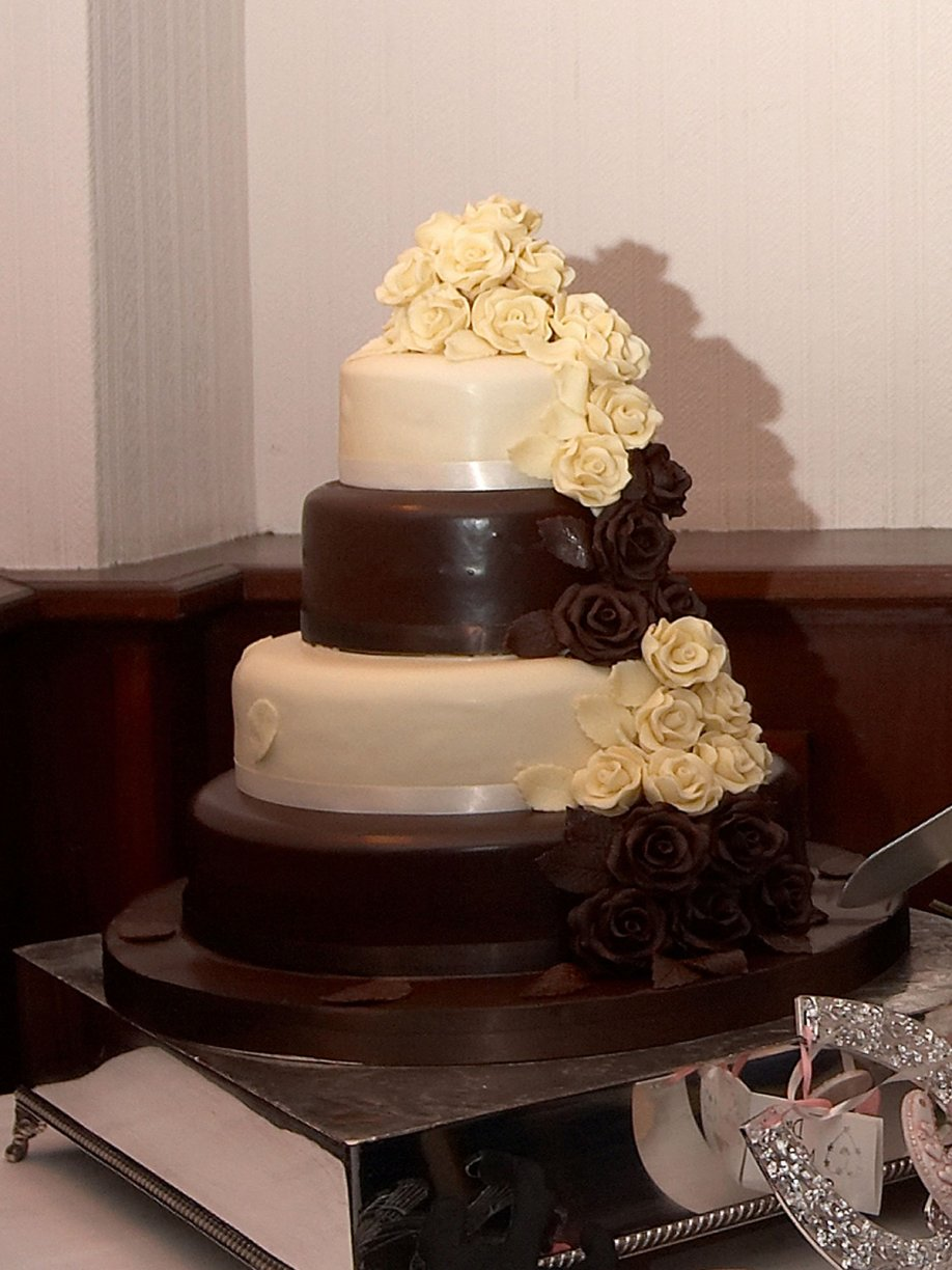 A Four layered Chocolate extravaganza with White & Dark chocolate.