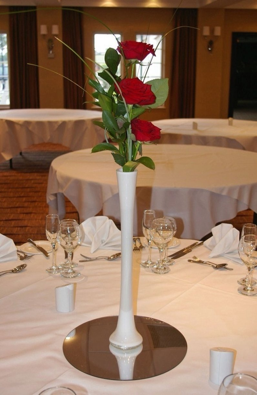 Three Roses in White/Black vase